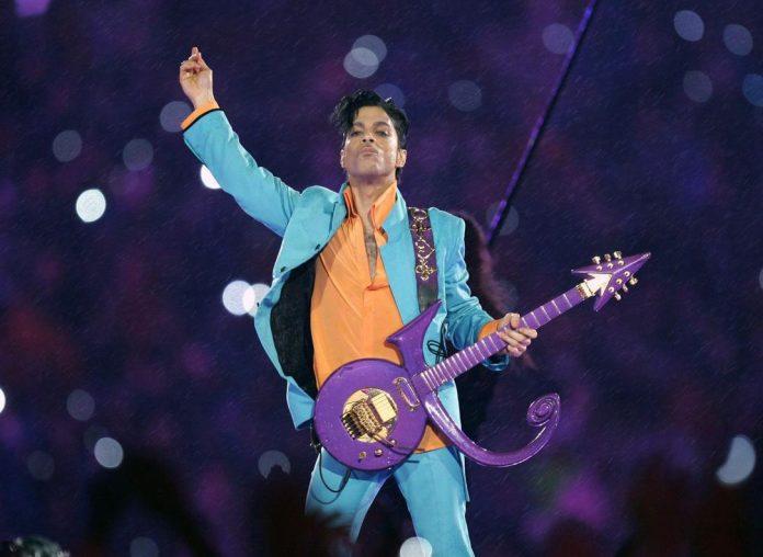 O cantor Prince morreu em 2016