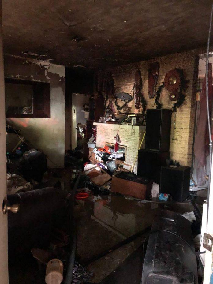 Casa pega fogo após brincadeira com isqueiro
