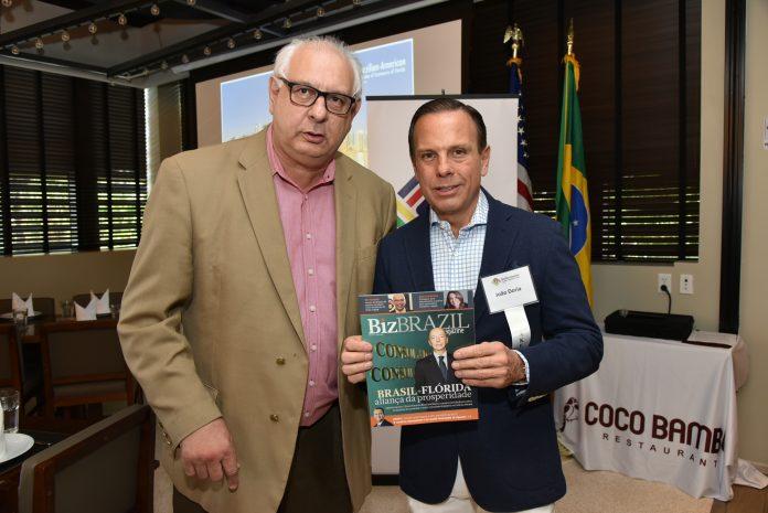 O editor-chefe da revista BizBrazil Antonio Tozzi e João Doria, em Miami (Foto: Bill Paparazzi)