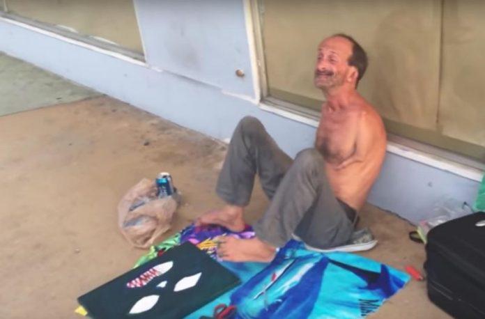 Jonathan Crenshaw foi preso acusado de atacar turista