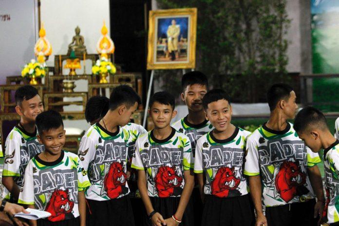 Meninos que ficaram presos em caverna agradecem (Foto: EFE)