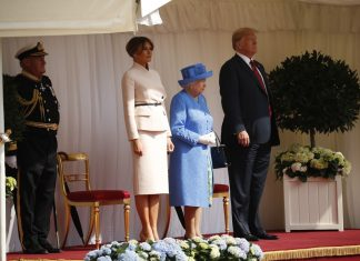 Rainha Elizabeth recebe Trump e a primeira-dama americana Melania em Windsor (Foto AP Pablo Martinez Monsivais)