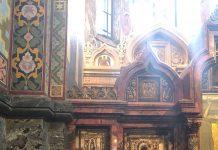 A colunista no átrio da Catedral
