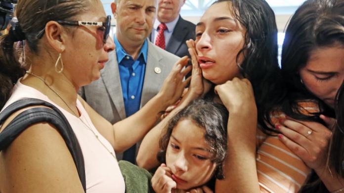 Filha de Alejandra chora pela partida da mãe FOTO FOXNEWS