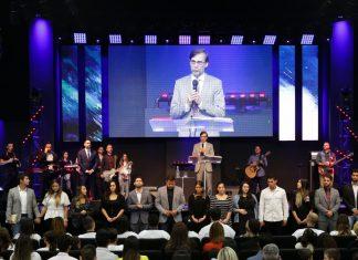 A CEIZS Flórida recebeu o pastor presidente Apóstolo Pr. Marco Antonio Peixoto para a Noite Profética que impactou centenas de famílias