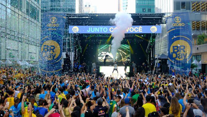 Show de Dennis no BR Day New York Globo Luiz C. Ribeiro
