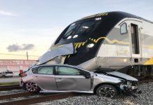 Trem atingiu em cheio carro que ficou preso nos trilhos