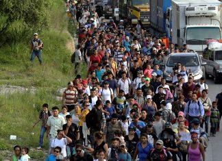 Caravana de hondurenhos segue para a fronteira
