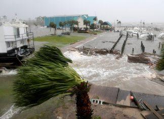 Passagem devastadora do furacão Michael pelo noroeste da FL (Foto: AP)