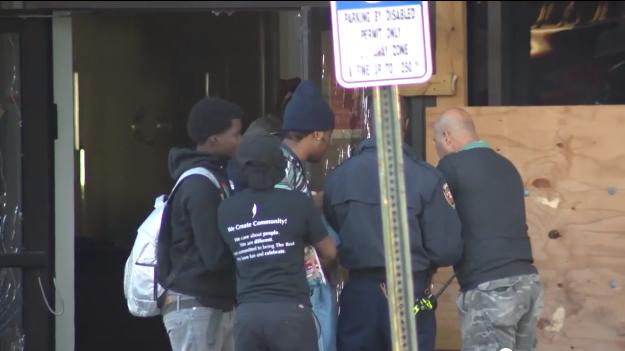 Adolescente de 17 anos passou horas preso dentro do cofre