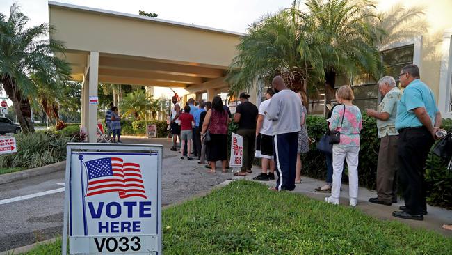 Eleitores compareceram cedo às urnas FOTO Susan Stocker - Sun SentineL