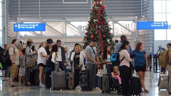 Fila no aeroporto de Fort Lauderdale Foto: Sunsentinel