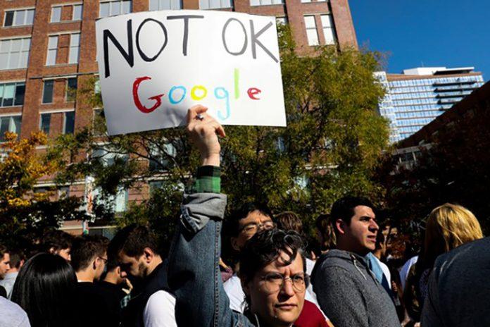 Funcionários do Google em New York protestam contra assédio sexual na empresa (Foto: REUTERS/Jeenah Moon)