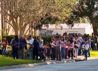 Imigrantes fizeram fila para audiências inexistentes FOTO Orlando Sentinel