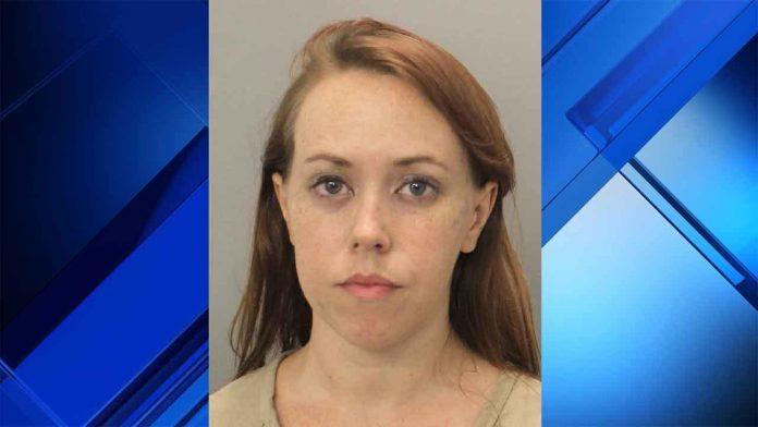 Jennifer-Potts foi presa por deixar bebê no carro
