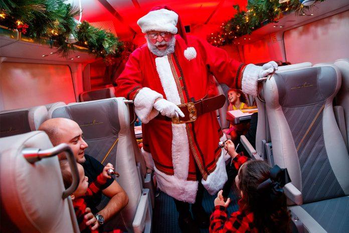 Papai Noel participa da viagem no trem da Brightline