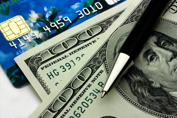 Atualmente, os bancos cobram a taxa de câmbio vigente no dia do fechamento da fatura