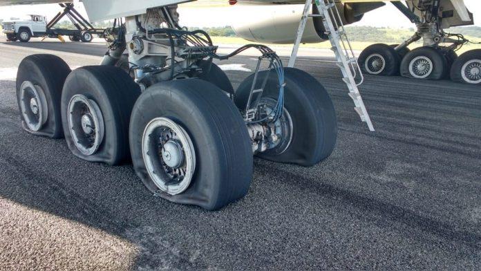 Avião teve que fazer pouso forçado em Confins (MG)