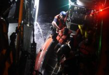 Barco foi interceptado pela Guarda Costeira