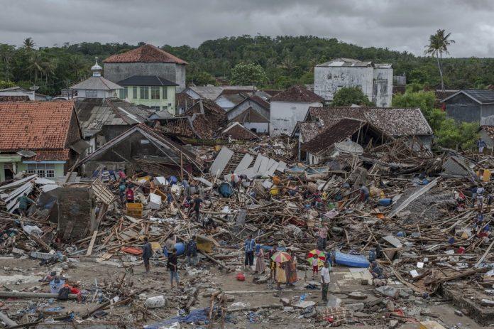 Destruição causada por tsunami na Indonésia FOTO Fauzy Chaniago AP