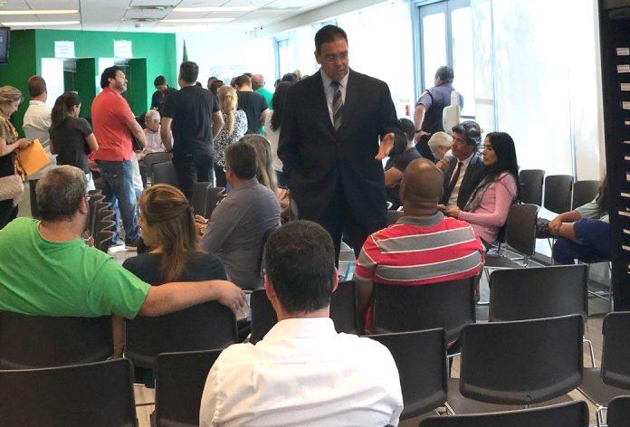 Embaixador João Mendes Pereira nas dependências do Consulado-Geral em Miami (Foto: Carol Camargo)