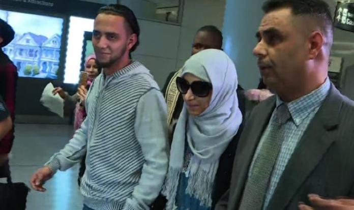 Mãe chega para visitar filho à beira da morte nos EUA