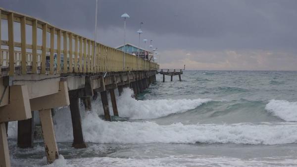 NHC faz alerta de tempestades FOTO Sunsentinel Joe Cavaretta