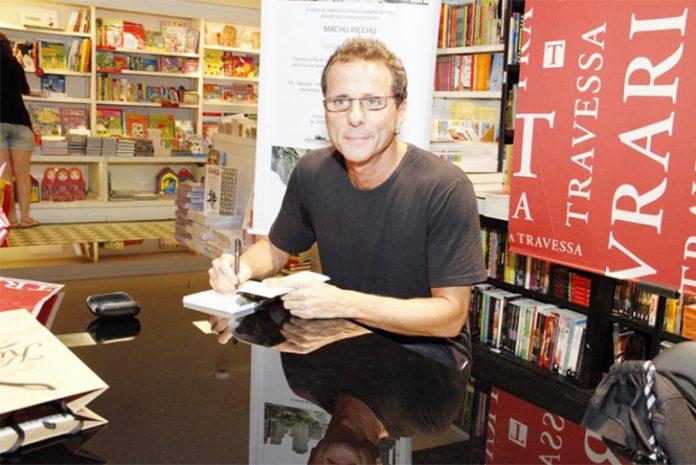 Tony Bellotto lança livro em inglês