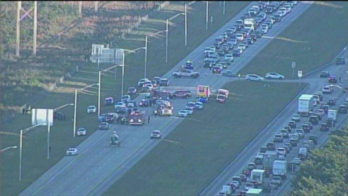 Uma pessoa morreu e cinco ficaram feridas na Sawgrass Expressway