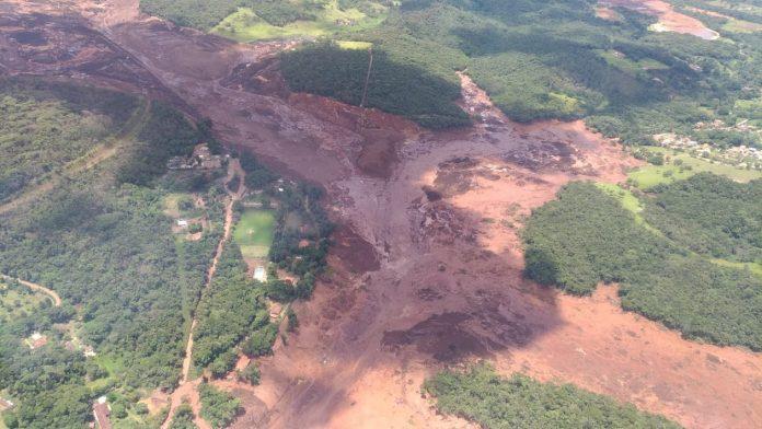 Barragem se rompe em Brumadinho (MG) — Foto Corpo de Bombeiros Divulgação