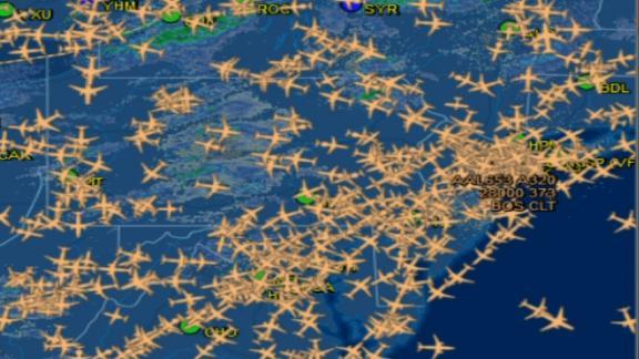Imagem de computadores dos controladores de voo mostra a quantidade de voos