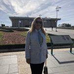 Na entrada do Knesset, o Parlamento de Israel