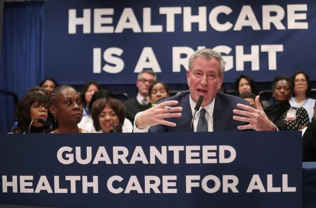 Prefeito de Nova York Bill de Blasio anuncia programa de saúde que será implementado na cidade — Foto Shannon Stapleton - Reuters