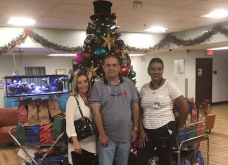 Regina Halas, George Halas e a coordenadora do Villa Maria Nursing Home, Ingrid