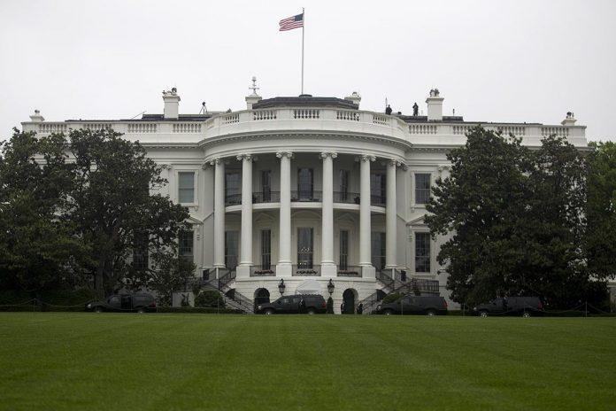 Taheb tentou recrutar um informante e um agente encoberto do FBI para planejar o ataque à Casa Branca e outros alvos em Washington
