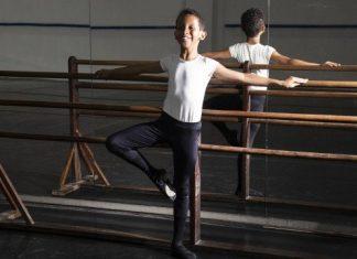 Bernardo na escola de balé Foto Marcos Ramos Agência O Globo