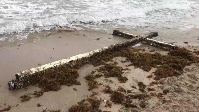 Cruz gigantesca tem atraído a atenção de turistas em Fort Lauderdale FOTO CNN