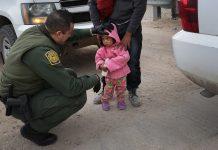 Oficiais do governo testemunharam perante o comitê e afirmaram que a prática de separação de pais e filhos continua