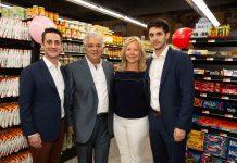 Adam, Antonio, Dolores e Aaron Seabra na inauguração do Seabra Foods Parkland