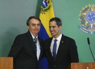 O presidente Jair Bolsonaro durante encontro com o autoproclamado presidente interino da Venezuela, Juan Guaidó, no Palácio do Planalto (Foto: Agência Brasil)