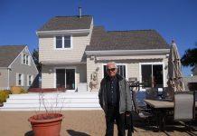 Cid Moreira na casa onde vive nos Estados Unidos