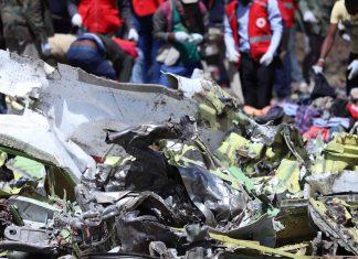 Destroços do avião da Ethiopian Airlines, que caiu no domingo 10 FOTO Reuters
