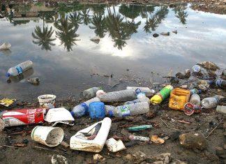 No Brasil mais de 2,4 milhões de toneladas de plástico são descartadas de forma irregular (Foto: Martine Perret)
