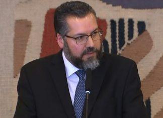 Ministro das Relações Exteriores estuda dispensa de documento para que brasileiros sejam deportados com mais facilidade
