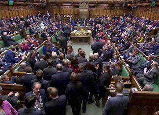Por 334 votos contrários contra somente 85, os parlamentares recusaram a promover uma segunda consulta à população