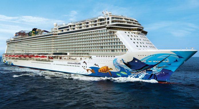 Passageiros relataram vidros quebrados e uma grande confusão no navio da Norwegian Escape