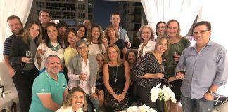Josefina Guedes (C) com o grupo que saboreou as delícias vinícolas de Portugal (Foto: AcheiUSA)