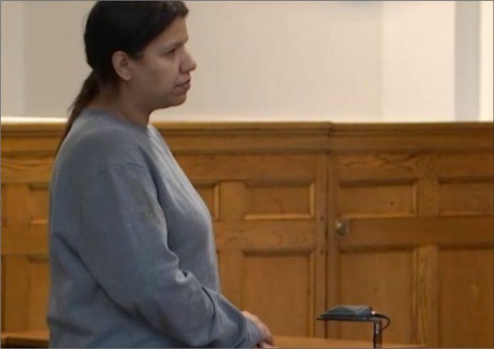 A brasileira durante uma audiência no Tribunal de Charlestown