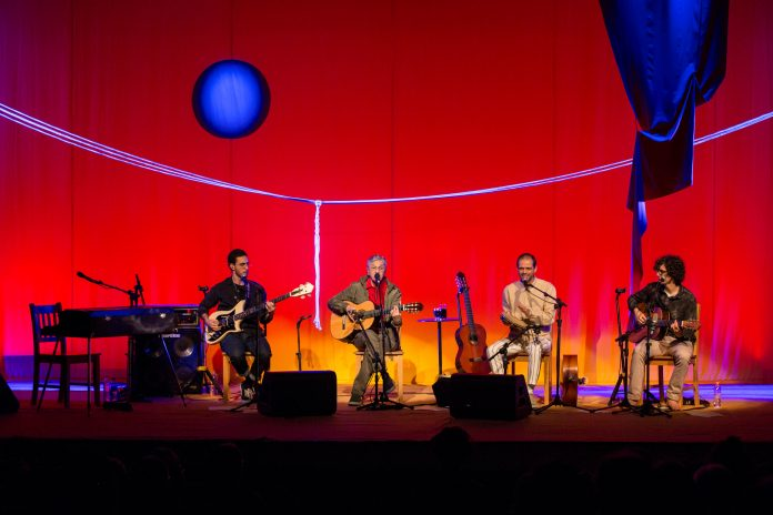 Caetano Veloso e filhos apresentam 'Ofertório' (Foto: Cortesia Arsht Center)