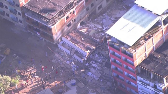 Desabamento atinge dois prédios na comunidade da Muzema, na Zona Oeste do Rio — Foto Reprodução TV Globo